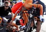 Romy ist völlig kaputt. Teamkollegin Ellen van Dijk tröstet. (Bild: 3/6)