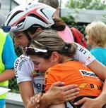 Romy und ihre Teamkollegin Lizzie Armitstead (Olympiazweite von London) konnten vor lauter Freude die Tränen nicht stoppen. (Bild: 6/6)