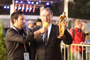 Bürgermeister Dr. Jürgen Goldschmidt mit dem Goldenen Radfahrer (Bild: 29/34)