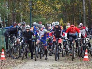 Start Frauen und Männer über 15 Runden (Bild: 9/17)